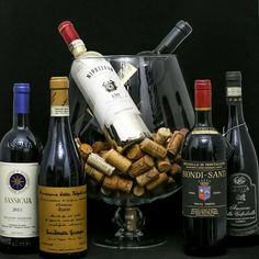 #luxurywine #wine #oldwine #vindecolectie #vinuripremium #cadoulperfect #vinurivechi #sassicaia #giuseppequintarelli #chianti Red Wine, Alcoholic Drinks, Glass, Food, Drinkware, Corning Glass, Essen, Liquor Drinks, Meals