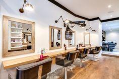 ✔ 99 Agencement Salon De Coiffure Salle de séjour et salon - idées de déco et d'aménageme. Hair Salon Interior, Salon Interior Design, Salon Design, Versailles, Best Salon, Beauty Room, Shops, House Design, Home Decor