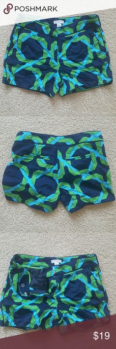 """Preppy Women's Shorts. SIZE 6 Katherine Barclay Women's Shorts. SIZE 6. Navy blue, green and turquoise print. Front and back pockets. Pique cotton. 4"""" long Katherine Barclay Shorts"""