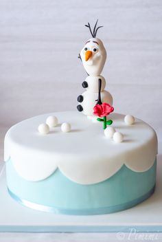 """I'm Olaf. And I love hugs. Olaf Cake, Foundant, Childrens Meals, Baby Birthday Cakes, Olaf Frozen, Frozen Party, Girl Cakes, Sweets Recipes, Fondant Cakes"
