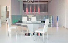 "DIAMANTE, design: Studio Ozeta/Toshiyuki Yoshino architetto - Extendable dining table with ""mirror"" structure, glass top and glass sliding side extensions. www.ozzio.com"