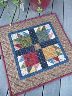 "'Prairie Children and Their Quilts"" Bear Paw quilting for table topper Small Quilt Projects, Quilting Projects, Small Quilts, Mini Quilts, Quilt Block Patterns, Quilt Blocks, Quilt Kits, Patchwork Patterns, Bear Paw Quilt"