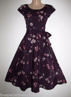 I really like the style of this dress