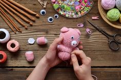 Making pink pig. crochet toy for child. on table threads, needles, hook, cotton yarn. step 2 - to sew all details of toy. Cute Crafts, Diy And Crafts, Ravelry, Sites Like Etsy, Hello Kitty, Mercerized Cotton Yarn, Kawaii, Craft Wedding, Types Of Yarn