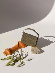 - Signature frame- Detachable strap- Unique shape design- Crochet embossed leather- metal rock decoration detailsMeasurement- W X H X D Handle : W X L Strap size: W X L & Care- Italy Calf Leather- Care