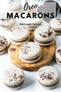 Oreo Macarons filled with Oreo White Chocolate Ganache (Plus video!) If you love cookies and cream, this will be your favorite macaron flavor! Desserts To Make, Köstliche Desserts, Delicious Desserts, Food To Make, Dessert Recipes, Yummy Food, Plated Desserts, Healthy Desserts, Croquembouche