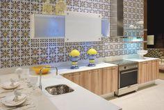 Ladrilho hidráulico  ou conhecido também como piso hidráulico é um revestimento artesanal feito com cimento que pode ser utilizado em pa...