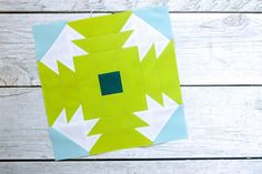 """It's our second week of blocks for Summer Sampler This week, we're making """"Summer Slice"""" by Allison Harris of Cluck Cluck Sew. This was such a fun, deceptively simple … Quilting Projects, Quilting Designs, Quilt Corners, Cluck Cluck Sew, Modern Quilt Patterns, Block Of The Month, Queen Quilt, Pattern Blocks, Quilt Blocks"""