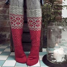 A heart-warming Christmas gift idea ❤️ Wool Socks, Knitting Socks, Hand Knitting, Boot Toppers, Alpacas, Sock Shoes, Mittens, Tights, Villa
