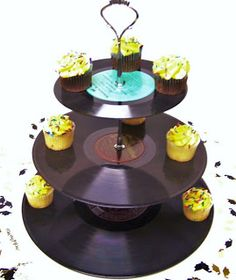 vinyl, rocking cupcakes! Old records are everywhere!