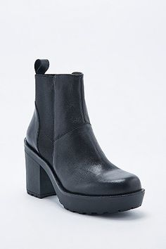 Vagabond Libby Leather Chelsea Boots in Black - Urban Outfitters #chelseaboots #covet.me