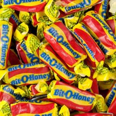 Bit-O-Honey goes a long long way its the chewy candy you dont have to chew just pop it in your mouth and feel the nuts pop through! - Chewy Candy - Ideas of Chewy Candy Retro Candy, Vintage Candy, 90s Candy, Bulk Candy, Candy Land, Copycat Recipes, Gourmet Recipes, Candied Almonds, Nostalgic Candy