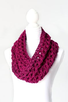 Basic Chunky Cowl Crochet Pattern - It's free from Olivia at 'Hopeful Honey.'