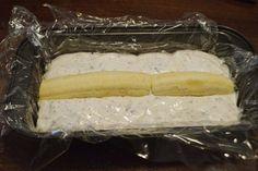 Prajitura rapida cu iaurt si banane - Rețete Papa Bun Latte, Dairy, Food And Drink, Cheese, Desserts, Baby Sweaters, Balcony, Sweets, Banana