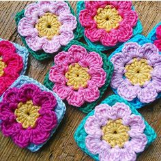 Ayy gözüm gönlüm açıldı yaaa  Musmutlu akşamlar herkese  * * * * * * Credit by: @hookychia  #knit #knitting #happy #knitinstagram #crochet #crochetaddict #crocheting #orgu #blanket #blanketaddict #yastık #örgü #decor #instacrochet #dekorasyon #handknit #pattern #pillow #kanaviçe #amigurumi #kirlent #colourful #çeyiz #dantel #babyblanket #yarn #instacrochet #crocheterofinstagram #pembe #örgümüseviyorum