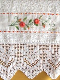 toalha de rosto bordada e barrado em croche