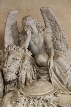 statuemania:  Angel and lion Basilica di Santa Croce, Florence, Italy.