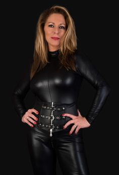 Leather Dresses, Leather Pants, Black Leather, Sexy Older Women, Sexy Women, Leder Outfits, Female Supremacy, Shiny Leggings, Latex Dress