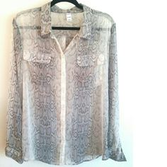 Old Navy Gray & Cream Snake Print Chiffon Top XL This Old Navy Gray & Cream Snake Print Chiffon Top is a size XL in good used condition. Semi sheer--needs a cami or bralette. No stretch chiffon fabric. Buttons up. Bust measures 25 inches across laying flat, measured from pit to pit. 29 inches long. ::: Bundle 3 + items from my closet and save 30% off when you use the app's Bundle feature! ::: No trades. Old Navy Tops Button Down Shirts