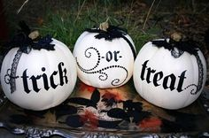 Black & white Halloween pumpkin décor...I want to make these :)