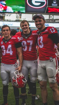 College Football Players, American Football Players, Football Boys, Rugby Players, Athletic Men, Athletic Supporter, Sports Ilustrated, Lycra Men, Scruffy Men