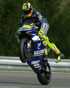 Valentino Rossi - Yamaha YZR-M1 - Brno, Czech Republic Grand Prix - 2005 ~ @ValeYellow46 pic.twitter.com/D8laxB4OSkpic.twitter.com - Page 150