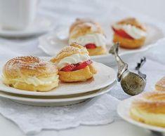 Žloutkové věnečky   Recepty Albert Panna Cotta, Pancakes, French Toast, Breakfast, Ethnic Recipes, Food, Morning Coffee, Dulce De Leche, Essen