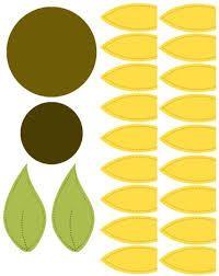 molde flor - Pesquisa Google Paper Sunflowers, Giant Paper Flowers, Felt Flowers, Diy Flowers, Fabric Flowers, Sunflower Crafts, Sunflower Party, Paper Flower Patterns, Paper Flower Tutorial