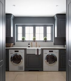 Spenlow Utility Room at the HM showroom in Felsted, Essex - Humphrey Munson Kitchens Boot Room Utility, Utility Room Storage, Utility Cupboard, Drying Cupboard, Utility Room Designs, Utility Room Ideas, Humphrey Munson, Laundry Room Inspiration, Laundry Room Design