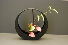 Ikebana by Jenneke Soejoko-Oosterveld. Glorious! Enjoy RushWorld boards,  IKEBANA JAPANESE FLORAL ART,  GARDENS THAT MAKE YOU SWOON and PARADISE PLANET.  See You at RushWorld! New content daily.