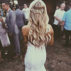 Imagem através do We Heart It #blonde #fashion #girl #hair #hairstyle #lovely #style #wavy #wedding #cute