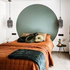 Décor do dia: quarto tem pintura no lugar da cabeceira de cama - Eclectic Home Decor Home Decor Bedroom, Bedroom Wall, Bedroom Ideas, Bedroom Colors, Home And Deco, Home Decor Inspiration, Design Inspiration, Decor Ideas, Cheap Home Decor