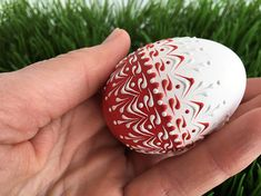 This is a small chicken egg pysanka in red and white decorated with wax. To create this egg, I use the pinhead method also known as the drop-and-pull pinhead method. In this method, mostly used in Poland, the Czech Republic, Slovenia, and Lithuania, a pin stylus is used as a tool. The head