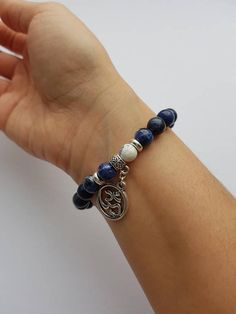 Hand-made bracelet made with beautiful and healing Sodalite stones. Sodalite is the stone of inspiration, the perfect companion to a meditation and/or yoga practice. Often associated with the 6th Chakra (third eye) due to its colour, Sodalite is also known as a gateway to enlightment!