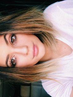 Kylie Jenner - Selfie Time