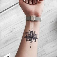 small tattoos for women ~ small tattoos ; small tattoos with meaning ; small tattoos for women ; small tattoos for women with meaning ; small tattoos for women on wrist ; small tattoos with meaning inspiration Beautiful Small Tattoos, Cute Small Tattoos, Small Tattoo Designs, Little Tattoos, Tattoo Small, Awesome Tattoos, Small Women Tattoos, Cool Tattoos With Meaning, Gorgeous Tattoos
