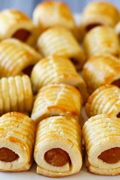 This is definitely a favourite among Malaysians. Sweet pineapple jam rolled in soft milky cookies. There's no specific occasions for these cookies to be eaten, they're perfect all year around. Pineapple Cookies, Ripe Pineapple, Cookie Recipes, Dessert Recipes, Party Recipes, Dessert Ideas, Jam Roll, Malaysian Food, Malaysian Recipes