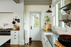 Victorian Kitchen - Traditional - Kitchen - Portland - Jessica Helgerson Interior Design: back door New Kitchen, Kitchen Interior, Kitchen Dining, Kitchen Decor, Kitchen Ideas, Dining Room, Eclectic Kitchen, Kitchen White, Room Kitchen