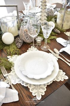 tisch weihnachten silber Winter White Snowflake Christmas Table Setting - Home with Holliday Christmas Table Settings, Christmas Tablescapes, Christmas Table Decorations, Decoration Table, Holiday Tablescape, Christmas Candles, Tree Decorations, Christmas Lunch, Christmas Dishes