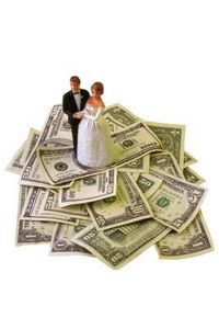 How to Plan a Wedding Under $1,000 thumbnail.  useful tips on how to cut unnecessary spending