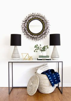 Check this, you can find inspiring Photos Best Entry table ideas. of entry table Decor and Mirror ideas as for Modern, Small, Round, Wedding and Christmas. Home Design, Design Entrée, Interior Design, Retro Design, Interior Styling, Apartment Inspiration, Interior Inspiration, Design Inspiration, Modern Rustic