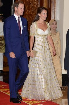 Kate Middleton's 2012 tour dresses: Pictures of all the Duchess of Cambridge's outfits and accessories - 3am & Mirror Online