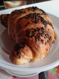 "#saturday breakfast especial.  Choco drops on my croissant. @ athome Table 4>* 19.7.2014 -Natural-BRIOCHE. #brioches #brioscine #sugar #Danesi surprise in my morning #sorpresina in mattina presto (h8AM). NO topping. #orange #brown#Cioccolato #gocce#peachtea #peach #cup #tea for a perfect  #italianbreakfast #traditional Haveabreakfast n°2! 10am x20"".. i Croissant; 1/2 x 40gr x1400k.♡ 8carb.3sugar.4protein.1,5fiber.2/1fat.♡…"