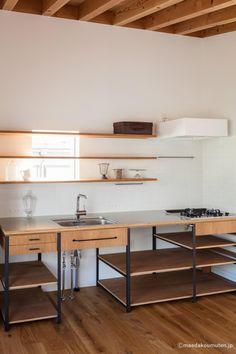 Loft Kitchen, Kitchen Sets, Apartment Kitchen, Home Decor Kitchen, Small Kitchen Layouts, Home Kitchens, Cafe Interior, Kitchen Interior, Küchen Design