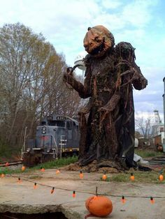 Now that's a Halloween decoration...I want this in my front yard!