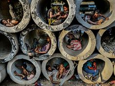 Life in the circle Photo by faisal azim -- National Geographic Your Shot -- end poverty. Poverty Photography, Photography Awards, Amazing Photography, Nature Photography, Indian Photography, Photography Magazine, Mundo Cruel, Fotografia Social, Poor Children