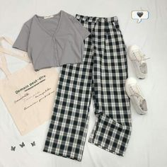 Girls Fashion Clothes, Teen Fashion Outfits, Retro Outfits, Tomboy Fashion, Outfits For Teens, Korean Outfit Street Styles, Korean Street Fashion, Korean Outfits, Cute Lazy Outfits