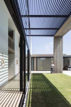 Gallery of Tuatua House / Julian Guthrie - 19