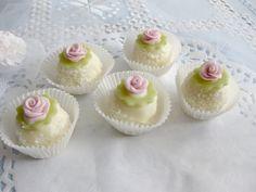 Domácí tvoření - Fotoalbum - Svatební cukroví - Svatební cukroví 2013 Mini Cupcakes, Sweets, Cookies, Christmas, Anna, Wedding, Food, Weddings, Photograph Album