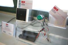 L'ambiente in RFID Global: l'RFID Testing Center, fucina attiva in continua evoluzione! Particolare di test e demo con il dispositivo RFID HF wall-mount per un progetto di controllo accessi